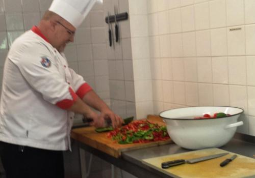 Příprava zeleniny pro fajitas