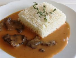 Hovězí Stroganov, rýže