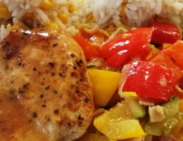 Vepřový plátek na paprikách, rýže s kukuřicí